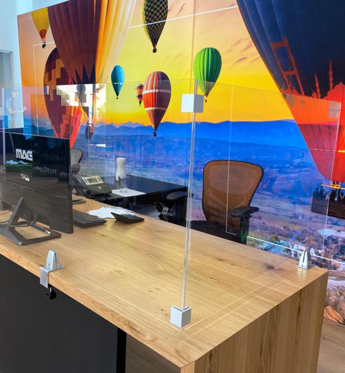 Acrylglas Trennwand Tisch mit Klemmhalterung