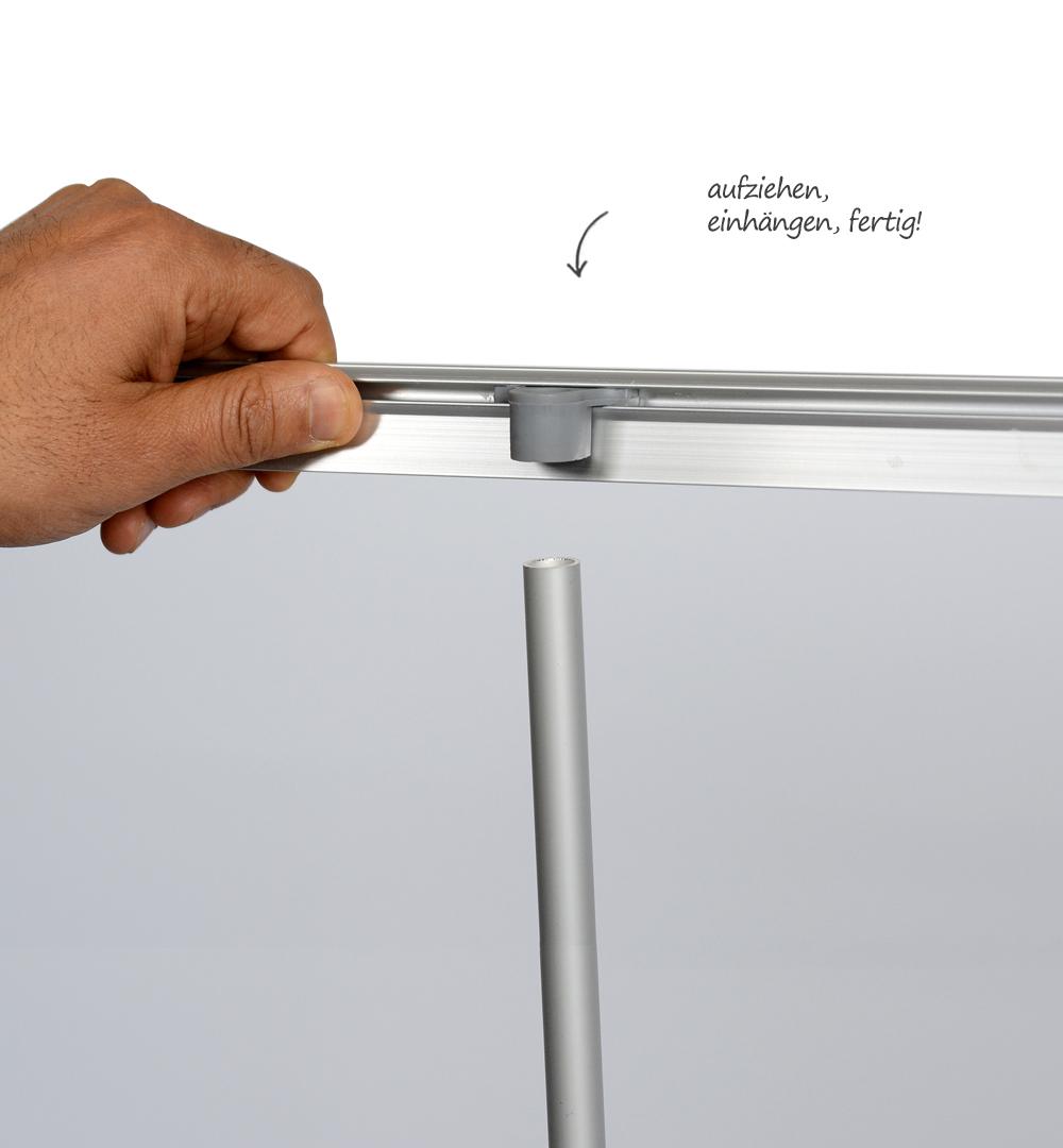 Roll-Up Eco Klemmleiste und Stange einhängen